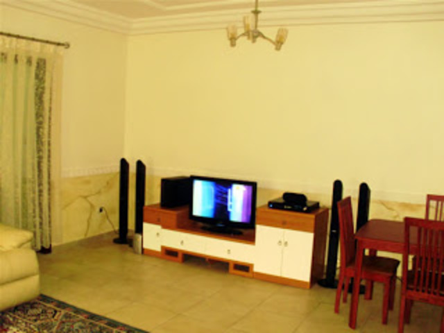 Chambres meubles a louer a yaounde locations yaounde for Meuble tv yaounde