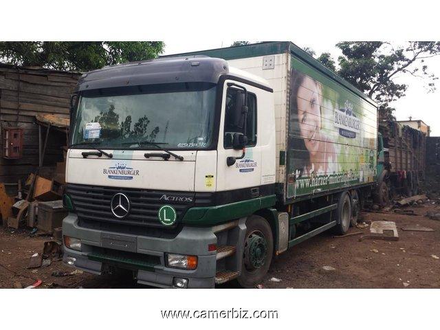 19 800 000fcfa camion mercedes actros 2535 a furgon 8roues version 2001 occasion d allemagne. Black Bedroom Furniture Sets. Home Design Ideas