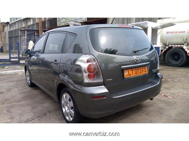 4 400 000fcfa toyota corolla verso version 2006 occasion du cameroun full option voitures. Black Bedroom Furniture Sets. Home Design Ideas