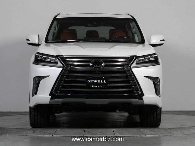 URGENT Selling My Us ed 2017 Lexus lx570 GCC Specs full option - 2250